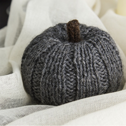 Knitted pumpkin